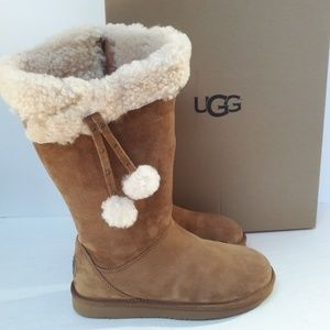 New UGG Plumdale boots Size 7